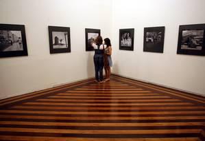 Exposição em uma das salas do Centro Cultural Justiça Federal, em 2011 Foto: Marcelo Carnaval