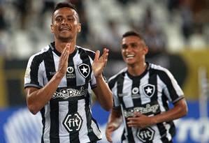 Cicero celebrou a chegada de Eduardo Barroca ao Botafogo Foto: VITOR SILVA/BOTAFOGO / Vitor Silva/Botafogo