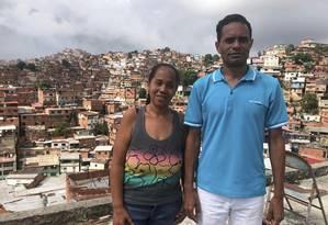 Viviana Ibarra e Vicente Paz, moradores de Petares, maior comunidade de Caracas Foto: Janaína Figueiredo