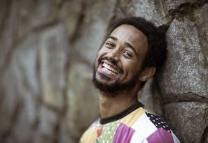 O ator anglo-brasileiro Alfred Enoch Foto: Leo Martins / Agência O Globo