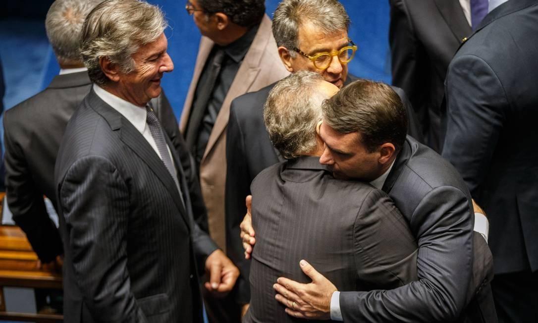 De óculos, Paulo Marinho, na posse de Flávio Bolsonaro, como senador, em fevereiro Foto: Daniel Marenco / Agência O Globo