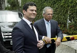 Os ministros Sergio Moro (Justiça) e Paulo Guedes (Economia) Foto: Gabriel de Paiva / Agência O Globo
