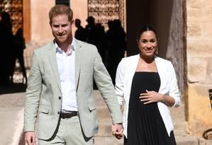 Harry e Meghan caminham lado a lado durante visita ao Marrocos Foto: POOL New / REUTERS
