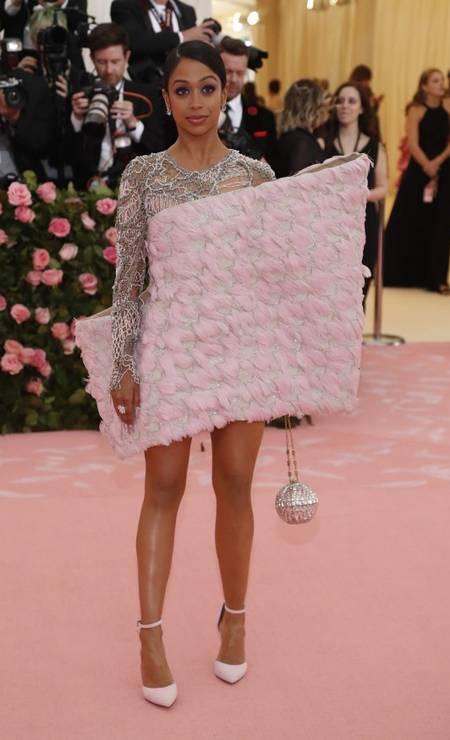 Liza Koshy usou um vestido Balmain Foto: MARIO ANZUONI/REUTERS