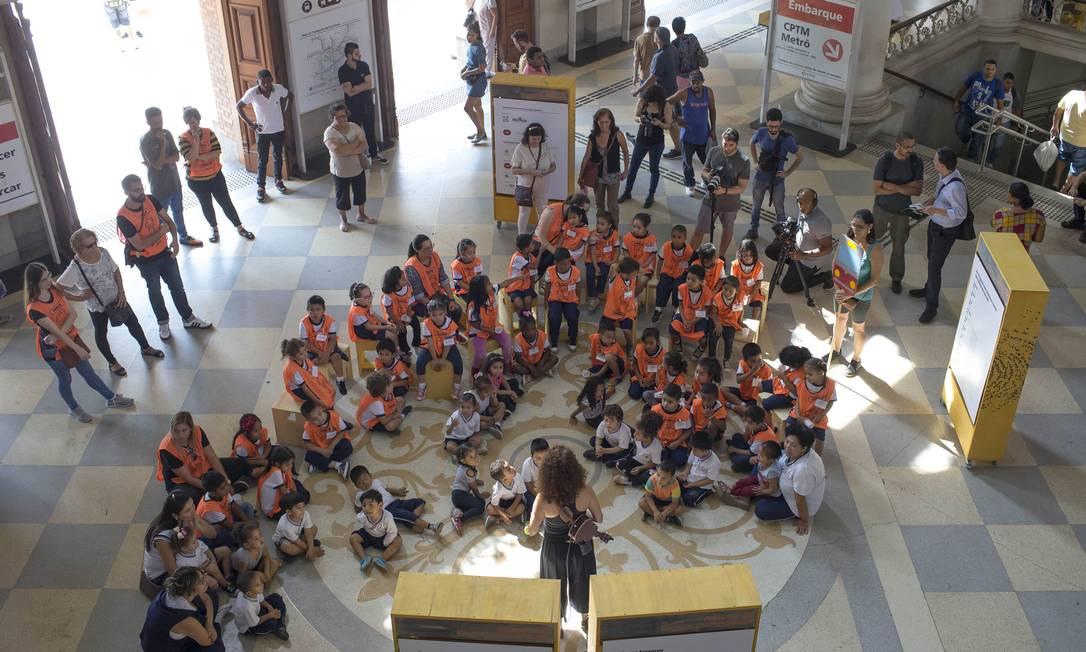 Atividades com crianças no Dia Internacional da Língua Portuguesa Foto: Edilson Dantas / Agência O Globo