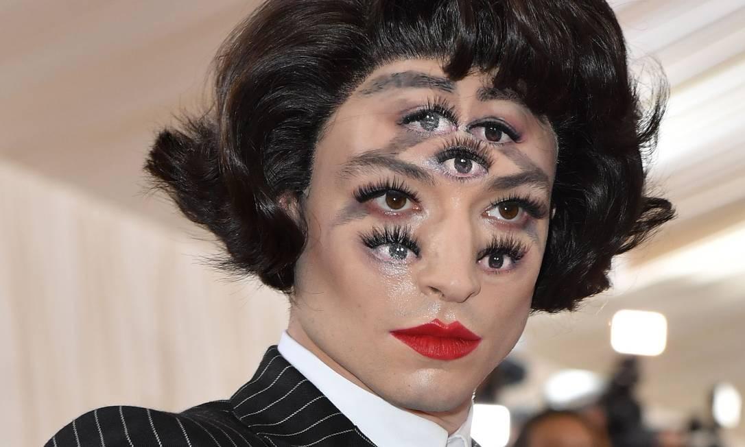 Ezra Miller chega ao Met Gala com maquiagem perturbadora Foto: ANGELA WEISS / AFP
