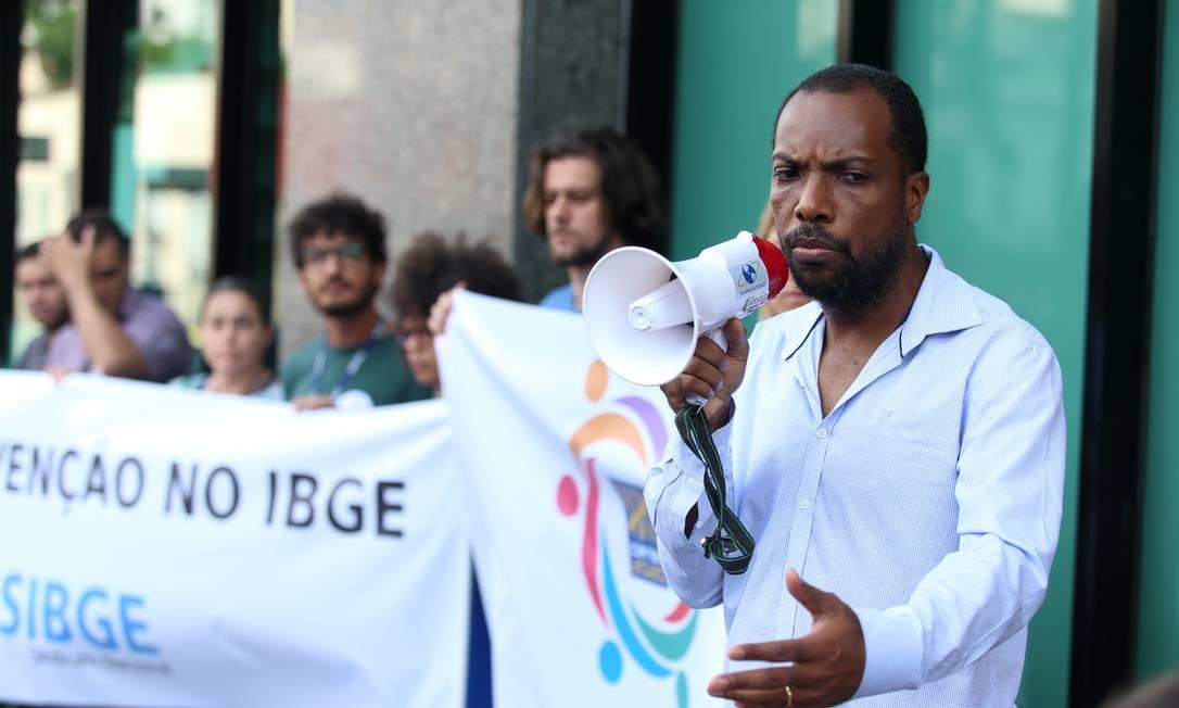 Cláudio Crespo foi exonerado do cargo de diretor de Pesquisas do IBGE Foto: Fabiano Rocha / Agência O Globo