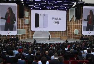 O Pixel 3a custa US$ 399, metade do preço de celulares topo de linha Foto: JUSTIN SULLIVAN / AFP