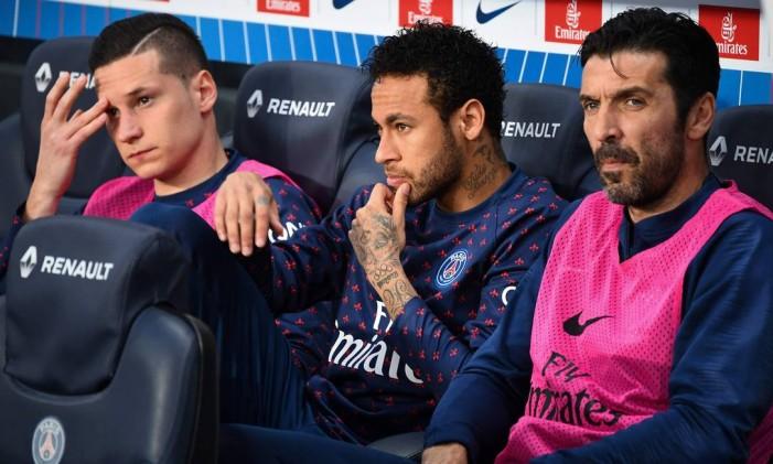 Neymar e Draxler brigaram após jogo do PSG, diz jornalista francês Foto: FRANCK FIFE / AFP