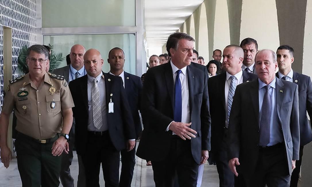 Bolsonaro se reúne com o ministro da Defesa, Fernando Azevedo, no Quartel General do Exército Foto: Divulgação