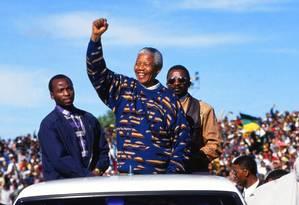 Nelson Mandela, em campanha para a primeira eleição presidencial da África do Sul Foto: Susan Winters Cook / Getty Images