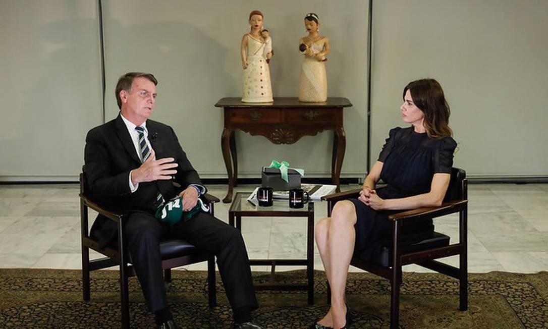 O presidente Jair Bolsonaro é entrevistado por Luciana Gimenez Foto: Divulgação