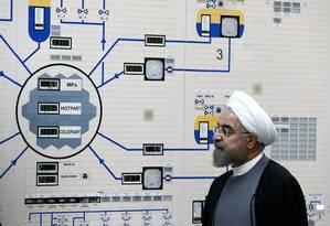 Presidente do Irã, Hassan Rouhani visita sala de controle da planta nuclear de Bushehr Foto: Presidência do Irã 13-01-2015 / AFP