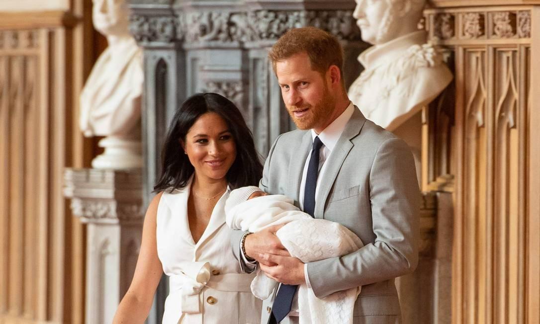 O casal real com o filho Foto: DOMINIC LIPINSKI / AFP