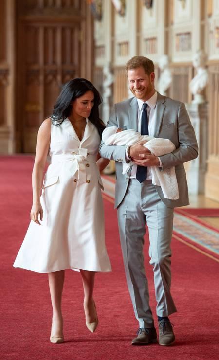 O casal real com o filho Foto: POOL / REUTERS