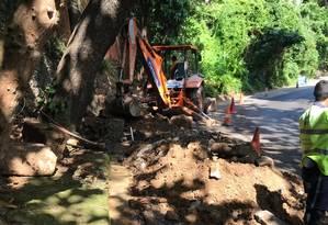 Após três meses de vazamento, Seconserma iniciou o reparo Foto: Foto do leitor
