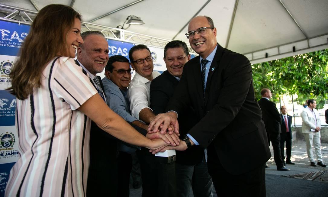 O governador Wilson Witzel inaugura rede coletora de esgoto no centro do Rio Foto: Brenno Carvalho / Agência O Globo