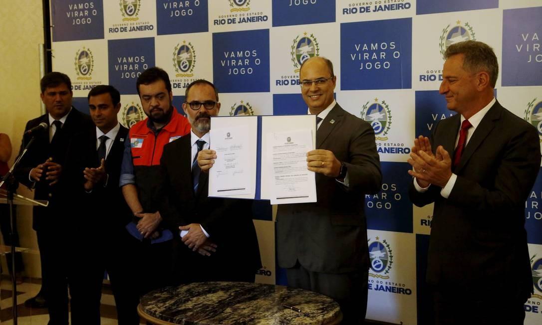 Governador do Rio Wilson Witzel na assinatura do decreto que acabou com a concessão do Maracanã Foto: Fábio Guimarães / Agência O Globo