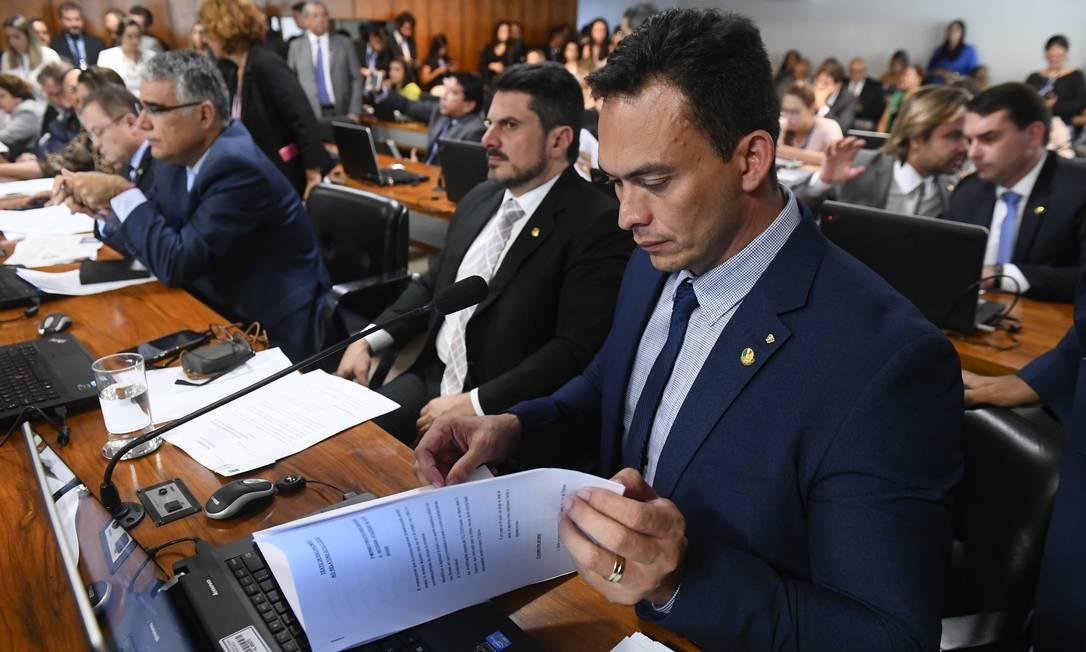 O senador Styvenson Valentim (Podemos-RN), durante a votação do projeto que altera a Lei de Drogas Foto: Marcos Oliveira /Agência Senado