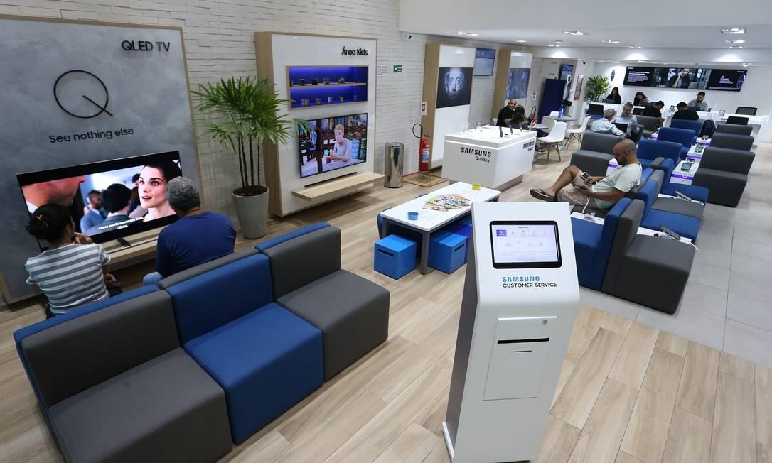 A Samsung investe em novo conceito de contato com o consumidor, com espaço até para crianças Foto: Pedro Teixeira / Agência O Globo