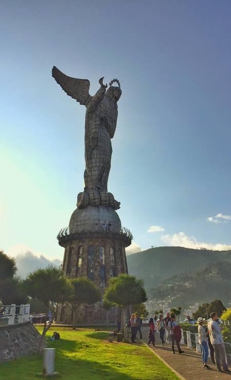 Virgem de Quito no Mirante do Panecillo, ótimo lugar para apreciar o pôr do sol Foto: Marcelo Balbio / O Globo