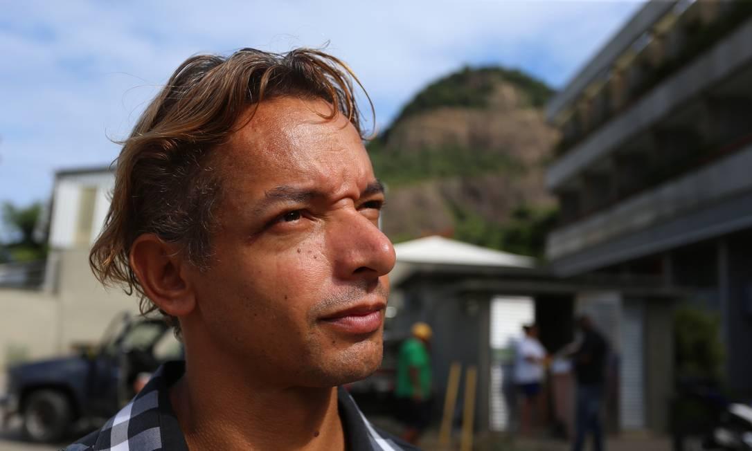 Luciano dos Santos: 'Minha prioridade hoje é conseguir um quitinete para ficar no Rio. E não quero morar longe do trabalho. Mas, na Muzema, nunca mais' Foto: Fabiano Rocha / Fabiano Rocha