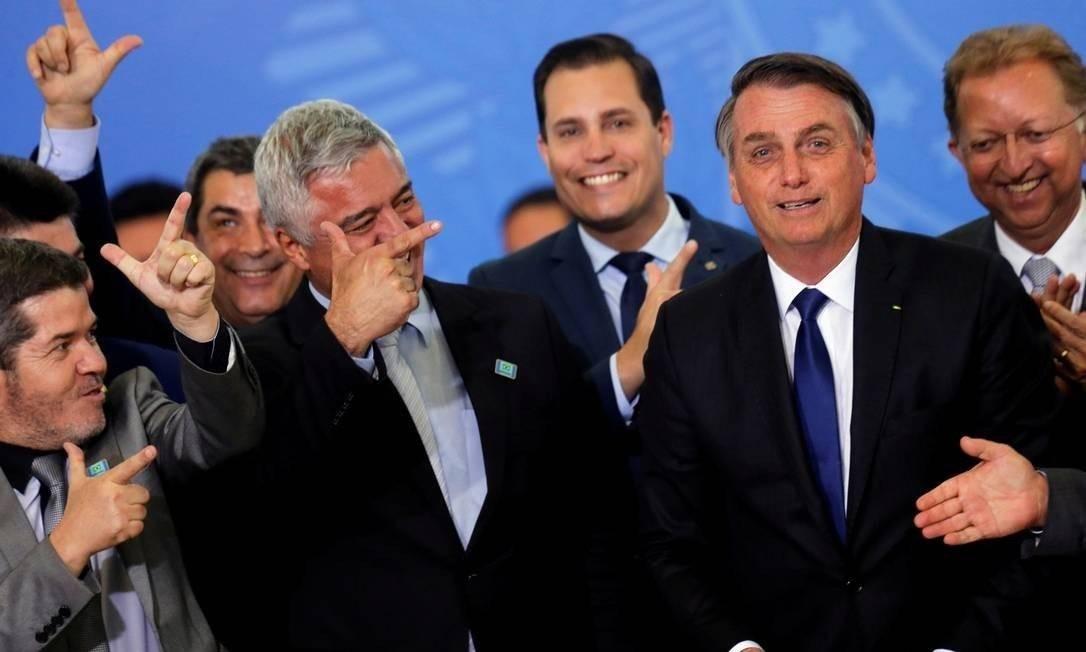 O presidente Jair Bolsonaro durante a assinatura do decreto sobre o porte de armas na terça-feira, 8 Foto: Adriano Machado / Reuters
