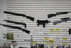 Venda de armas no clube de tiro em Santana, São Paulo Foto: Edilson Dantas / Agência O Globo