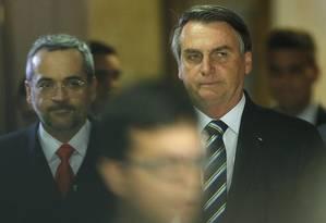 O presidente Jair Bolsonaro e o ministro da Educação, Abraham Weintraub, já defenderam cortes da educação com argumentos opostos Foto: Jorge William / Agência O Globo