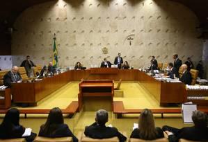 O plenário do Supremo Tribunal Federal (STF), onde a maioria dos ministros votou para que juízes possam obrigar o poder público a fornecer medicamentos sem registro na Agência Nacional de Vigilância Sanitária (Anvisa) Foto: Ailton de Freitas (26.09.2018) / Agência O Globo
