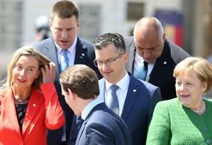 Líderes europeus anti-nacionalistas, o austríaco Sebastian Kurz, esloveno Marjan Sarec, alemã Angela Merkel, estoniano Juri Ratas e búlgaro Boyko Borissov, conversam em Sibiu, na Romênia Foto: STOYAN NENOV 09-05-2019 / REUTERS