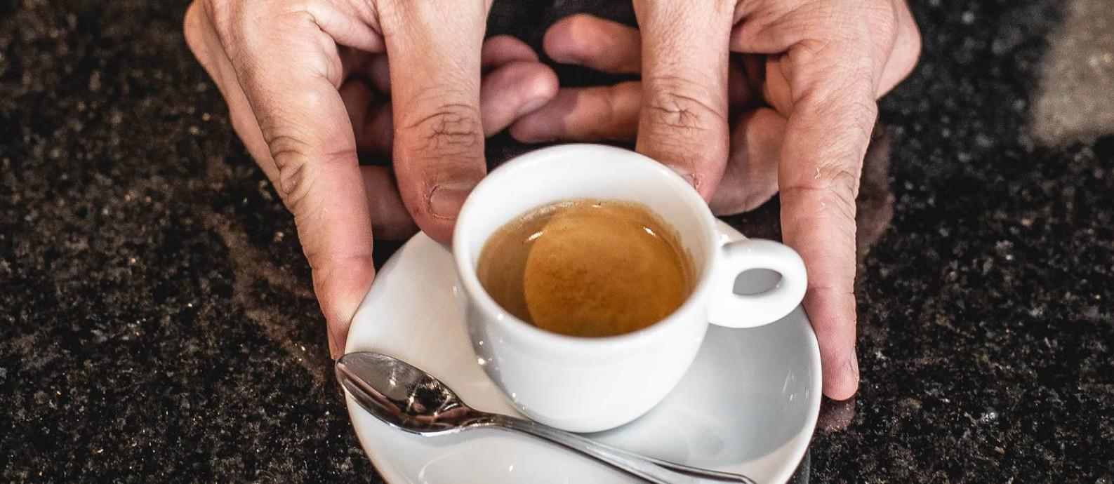 Cafe Ao Leu: grãos de cafés especiais, em Copacabana, sob o comando do barista Leo Gonçalves Foto: Divulgação/Roma Miranda