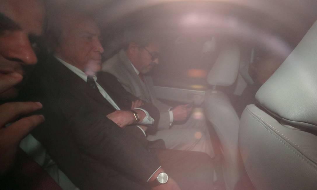 O ex-presidente Michel Temer a caminho da sede da PF após decisão da Justiça para voltar à prisão Foto: AMANDA PEROBELLI / REUTERS