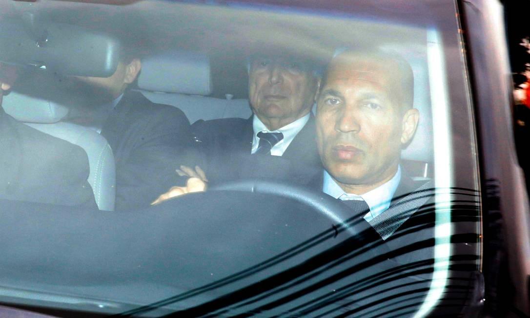O ex-presidente Michel Temer a caminho da sede da PF após decisão da Justiça para voltar à prisão Foto: Nacho Doce / Reuters