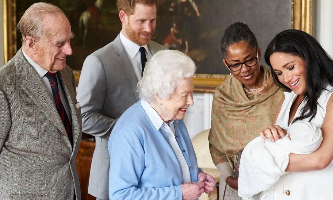 Meghan Markle mostra bebê para rainha Elizabeth II Foto: CHRIS ALLERTON / SUSSEXROYAL / AFP