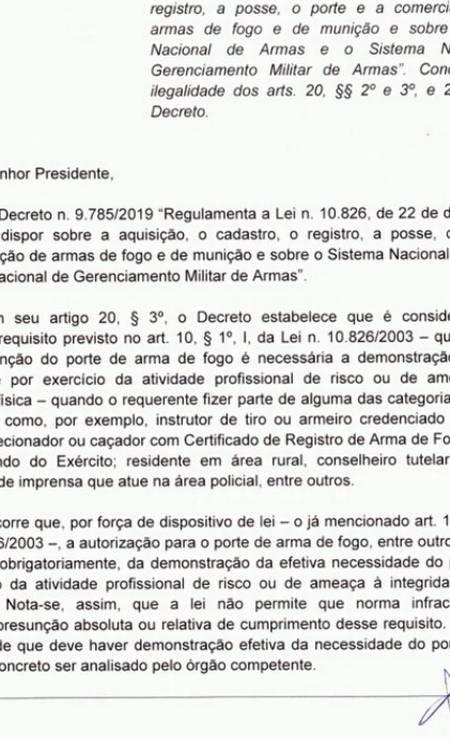 Documento da Câmara sobre o decreto que flexibilizou o porte de armas Foto: Agência O Globo