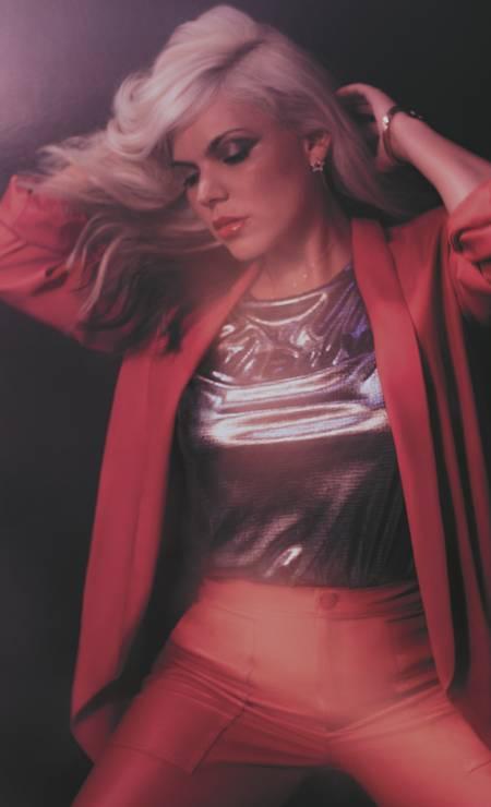 Blazer Bianca Gibbon, camiseta Ellus, calça Eva, colar Swarovski, brincos Lilac, pulseira Metally Foto: Sher Santos