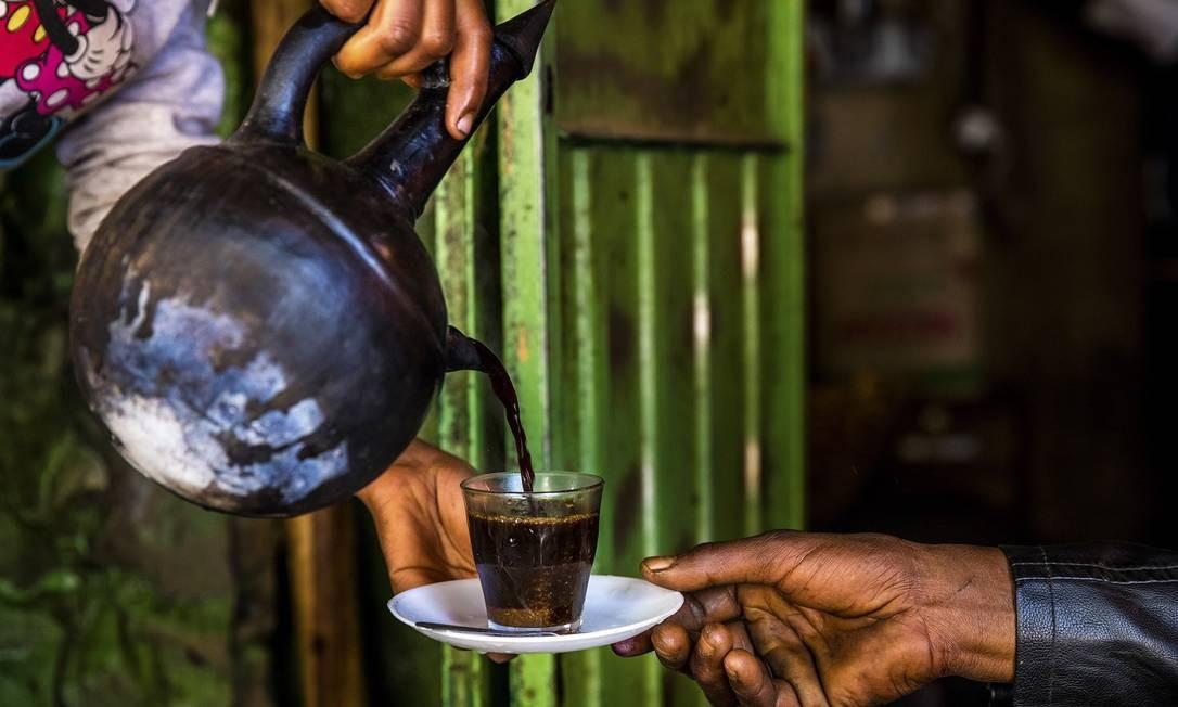 Jebena, uma tradição do café etíope, em um mercado de Harar Jugol Foto: MARCUS WESTBERG / NYT