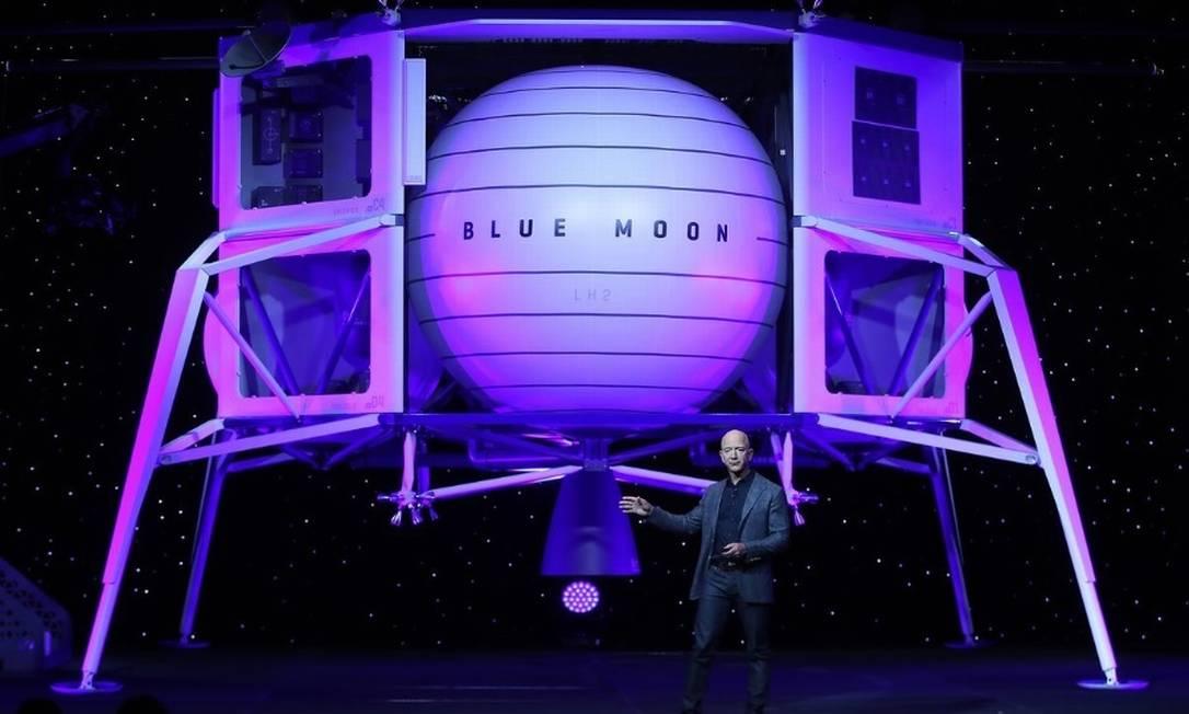 Nave espacial Blue Moon, projetada pela Blue Origin, outra empreza do executivo Foto: Bloomberg