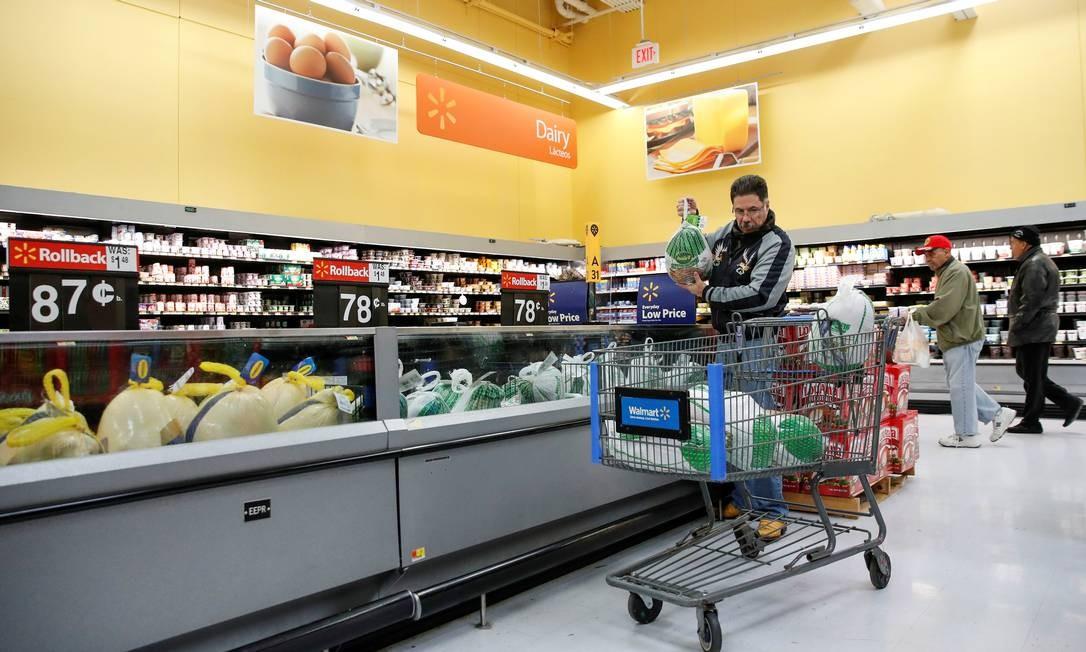 Walmart trouxe para o Brasil modelo de negócios dos Estados Unidos Foto: Kamil Krzaczynski / REUTERS