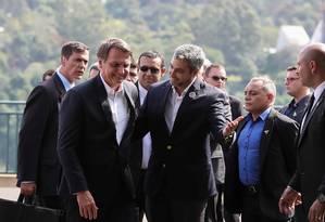 Bolsonaro participa de cerimônia de lançamento da construção da segunda ponte entre o Brasil e Paraguai com o presidente paraguaio Mario Abdo Foto: HANDOUT / REUTERS