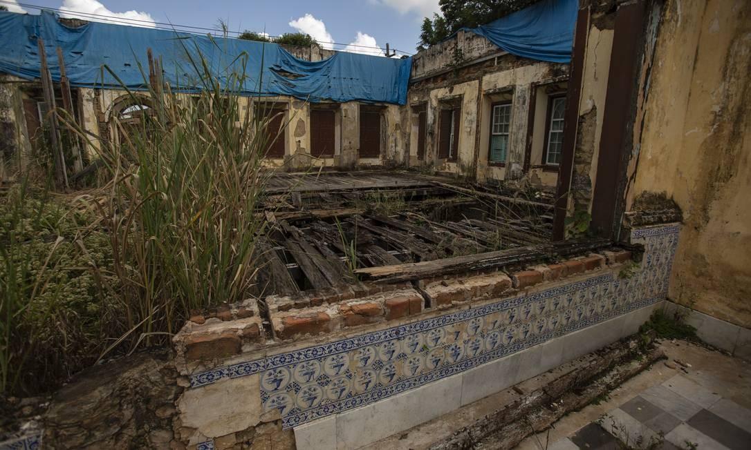 Há duas décadas, a vizinhança do Solar Barão de Vassouras acompanha a ruína de parte da história não só da cidade do Vale do Café, mas do país. Foto: Alexandre Cassiano / Agência O Globo