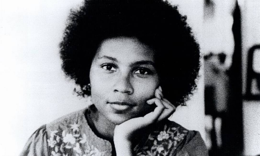 A escritora feminista Bell Hooks Foto: Reprodução