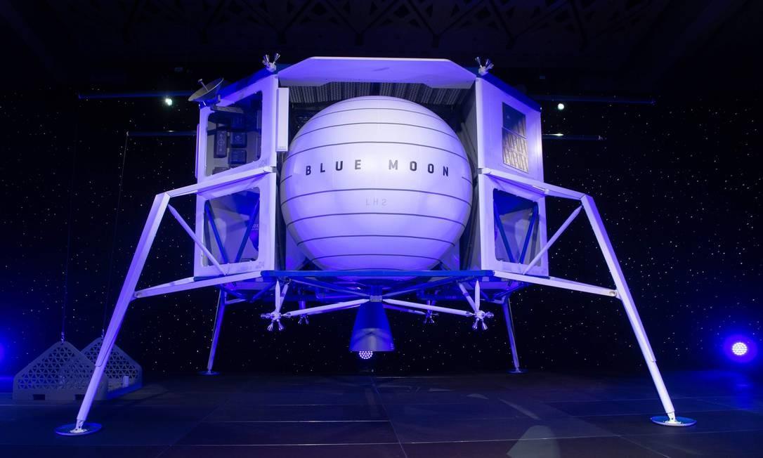 """O veículo de exploração lunar """"Blue Moon"""", anunciado pelo bilionário Jeff Bezos, o dono da Amazon Foto: SAUL LOEB / AFP"""