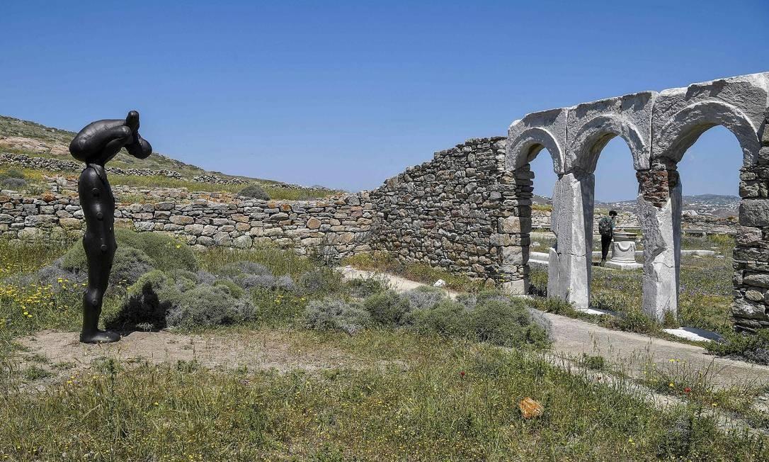"""Algumas também estão expostas em um museu na própria ilha, o Museu Arqueológico. O arquipélago de Delos é acessível de barco, com preços variáveis a partir de Mykonos, Paros e Ilhas Naxos. Na foto, a obra """"BeRING III"""" Foto: LOUISA GOULIAMAKI / AFP"""