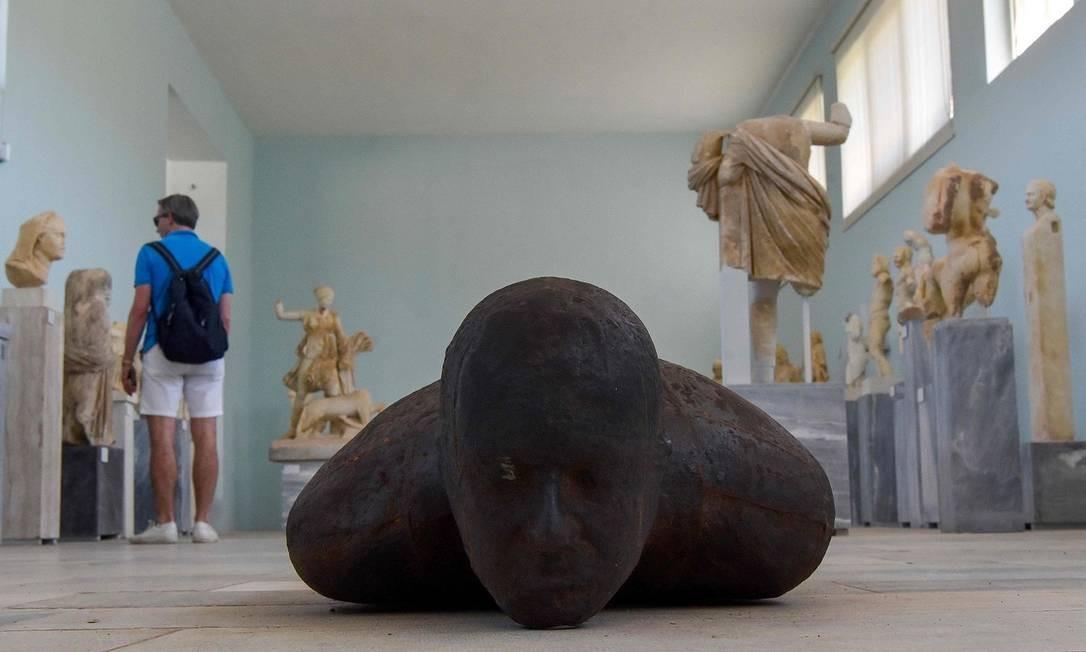 """A exposição é de graça. Outras informações no site: neon.org.gr. A escultura """"Shift II"""", na foto Foto: LOUISA GOULIAMAKI / AFP"""
