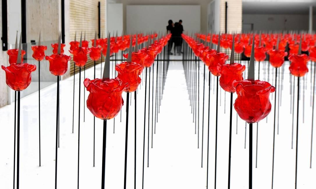 A instalação 'Discordo Ergo Sum', da austríaca Renate Bertlmann, no pavilhão do país Foto: TIZIANA FABI / AFP