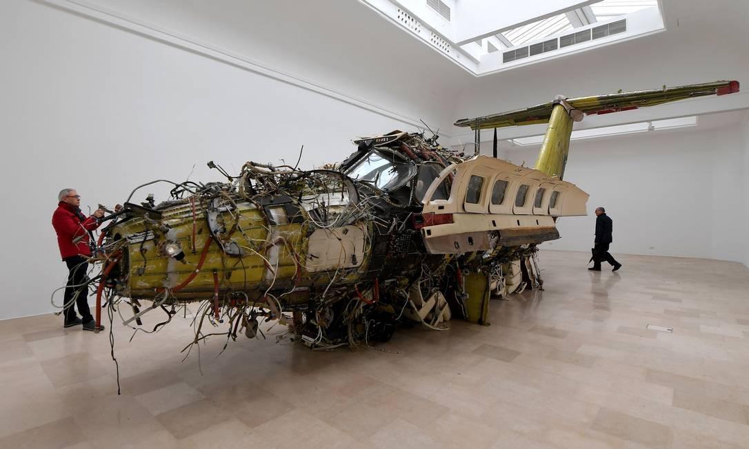 A instalação 'Flight', do polonês Roman Stanczak, no pavilhão do país Foto: TIZIANA FABI / AFP