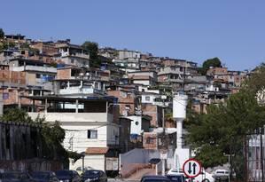 A comunidade do Buraco do Boi é considerada estratégica pela localização às margens da BR-101, o que permite a bandidos ampliar domínios na região. Foto: Fábio Guimarães / Agência O Globo