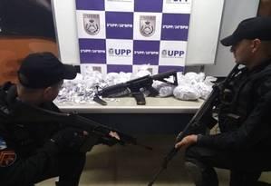 Material apreendido na ação da PM no Complexo do Alemão Foto: Divulgação/ Pmerj